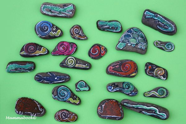 http://mammabook.blogspot.it/2013/08/sassi-dipinti-a-mano-hand-painted-stones.html