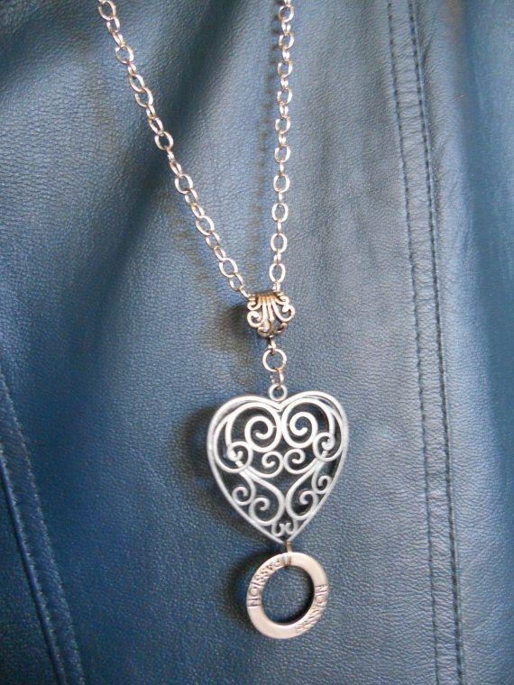 Stylish DIY Button Pendant Necklace recommendations