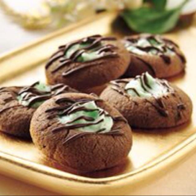 Chocolate mint thumbprints by Betty Crocker: http://m.bettycrocker.com ...