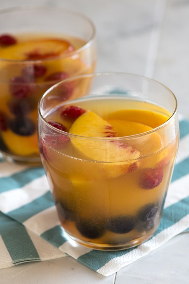 white wine & peach sangria | deliciousness | Pinterest