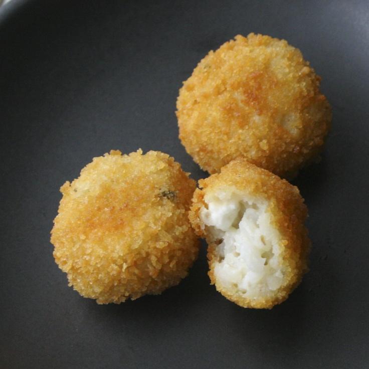 Arancini di Riso - Italian fried balls of rice and cheese - sì per ...