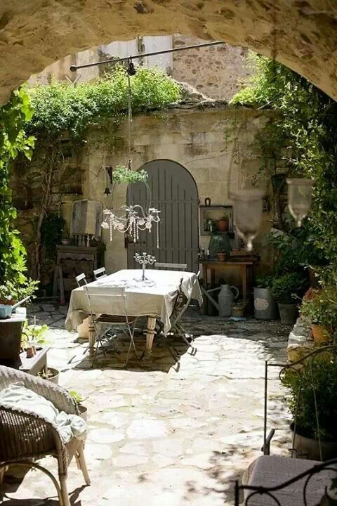 Romantic table in a french courtyard gardens pinterest for French country courtyard