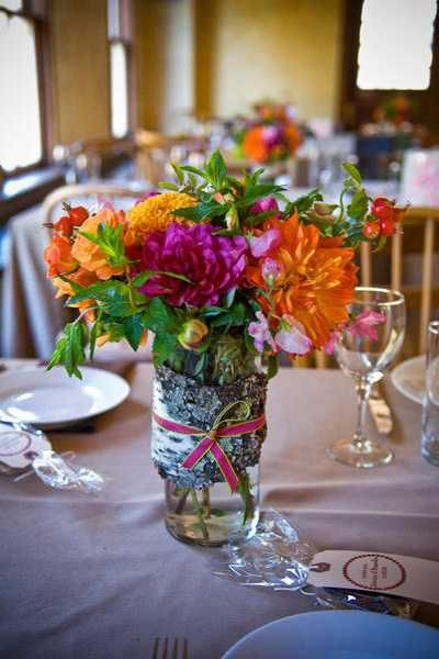 Elegant flower arrangements and spring decorating ideas for Dining table arrangement ideas