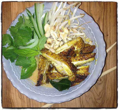 Thai chicken satay rice bowl
