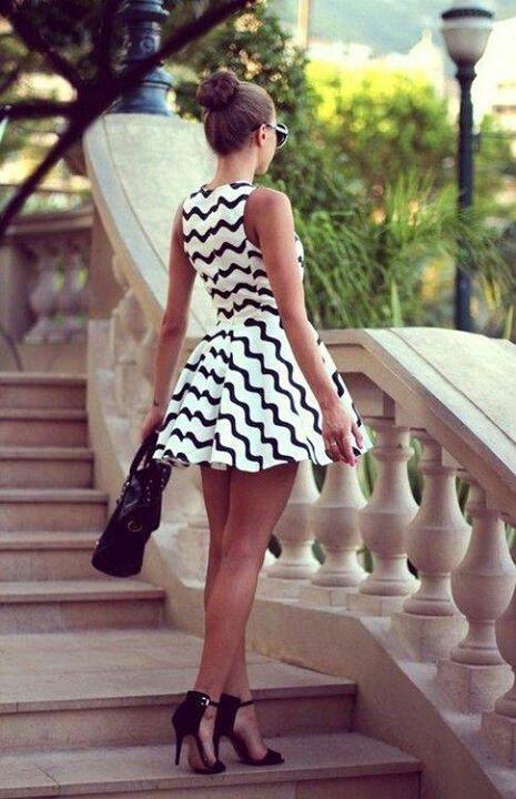 Summer fashion loving the bkack and white!