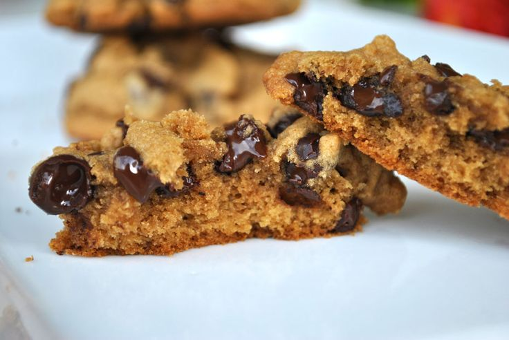 Thick and Chewy Chocolate Chip Cookies | Unique Sweets - CookieCookie ...