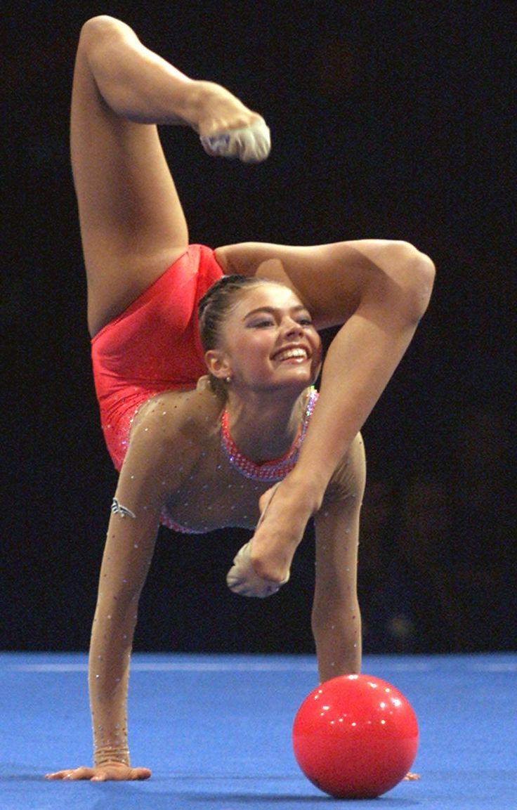 Спортсменка с гимнастики 11 фотография