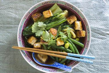 Asian broth with Hokkien noodles and crispy tofu