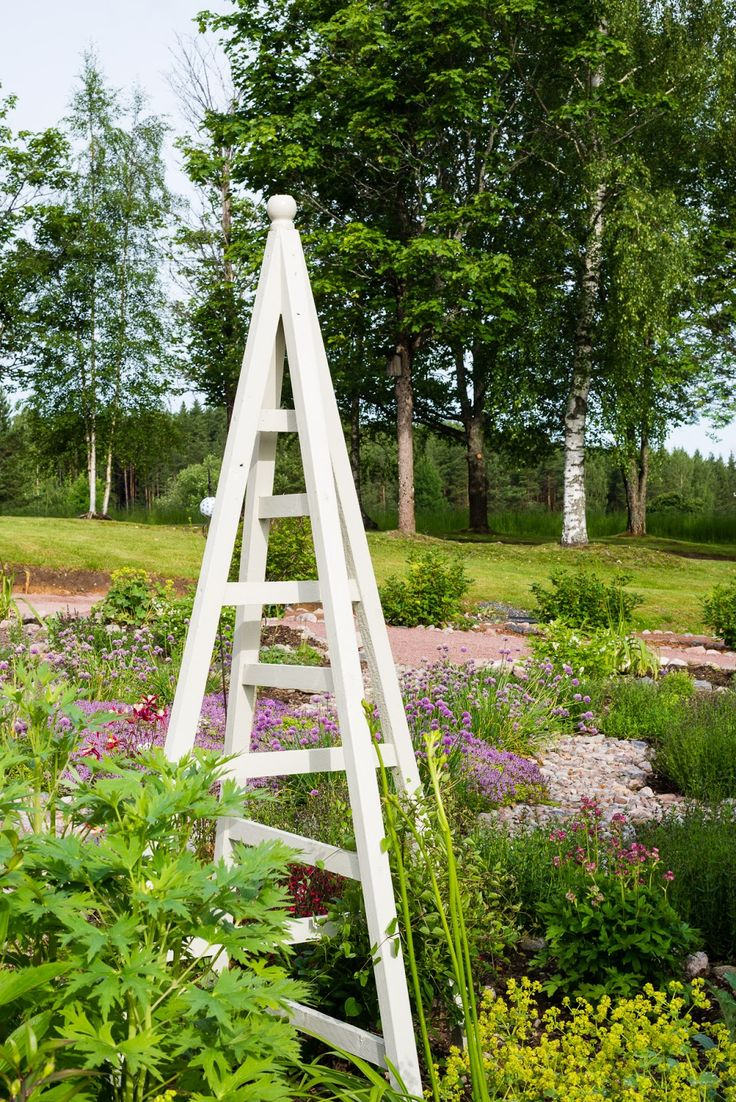 Top 28 garden obelisk garden trellis obelisk related for Garden obelisk designs