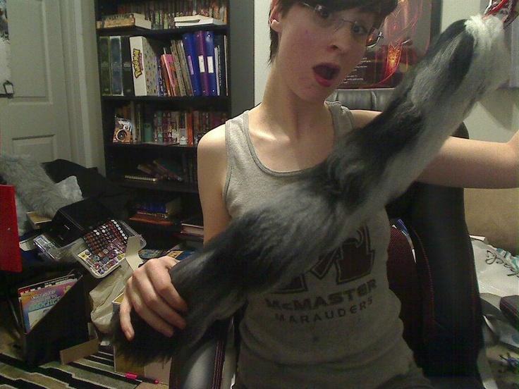 DIY Crazyness: Yarn Tail Tutorial
