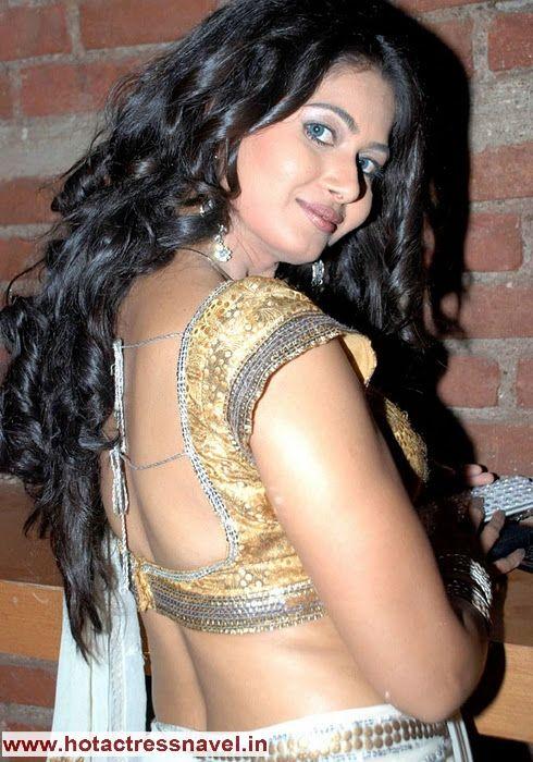 navel cleavage thighs legs sari saree india indian desi hot