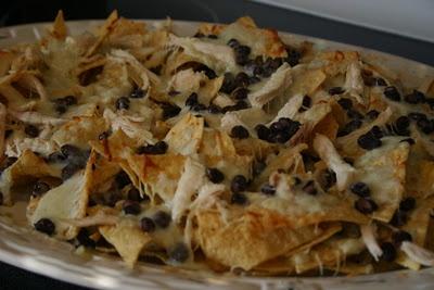 Chicken & black bean nachos. | Recipes: Appetizers/Dips | Pinterest