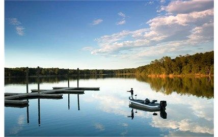 Along the rolling, wooded shoreline of the 71,000-acre Strom Thurmond Reservoir, sits Hickory Knob, a full-service, lakeside SC golf resort and remote state park all rolled into one.