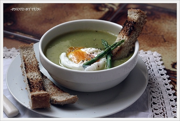 Creamy asparagus soup with poached egg | What I cook. | Pinterest