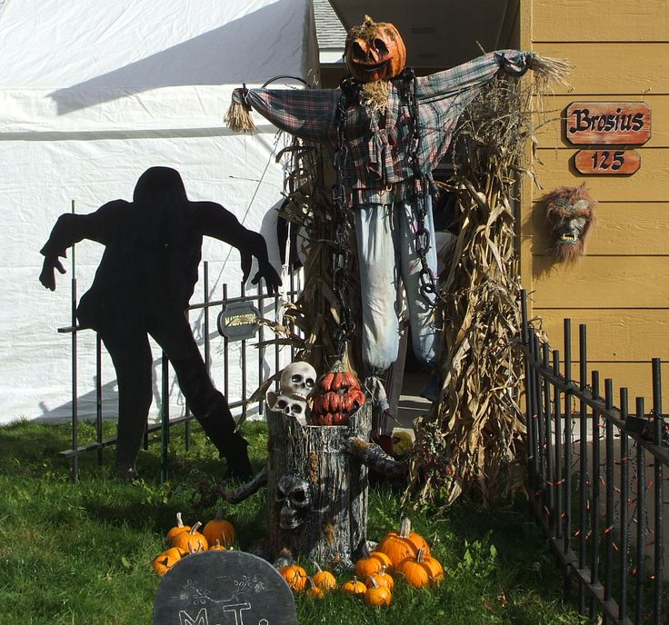 Halloween outdoor decorations dead end cemetery pinterest for Pinterest halloween outdoor decorations