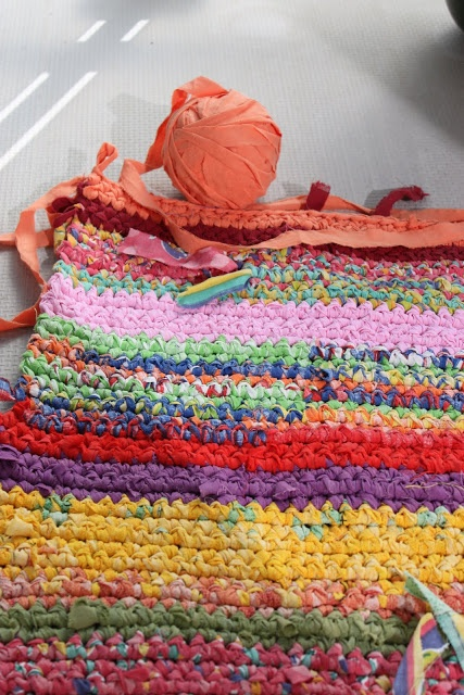 Crocheting Your Own Clothing : Crochet your own rug, use old clothes! Fr?kenen & baronen: september ...