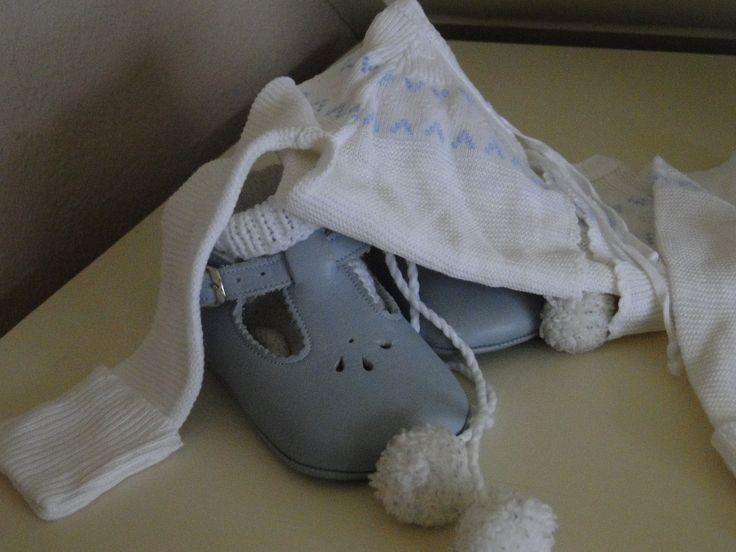 babyschoentjes met truitje | doopjurkjes en meer | Pinterest
