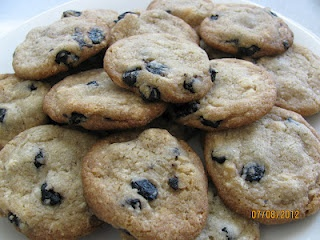 Vegan Blueberry and Cream cookies a la Momofuku Milk Bar. Peaceful ...