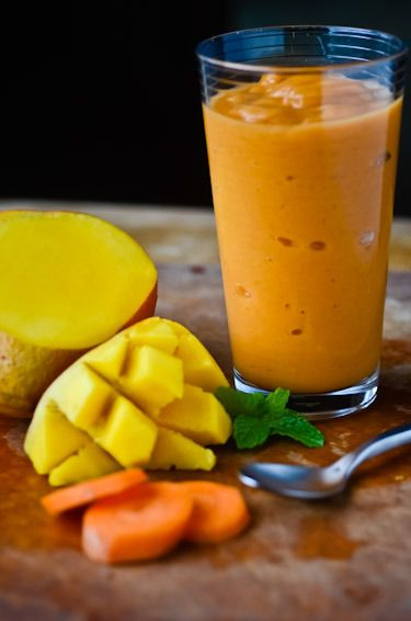 MANGO PINEAPPLE CARROT LIME HONEY COCONUT WATER SMOOTHIE ...