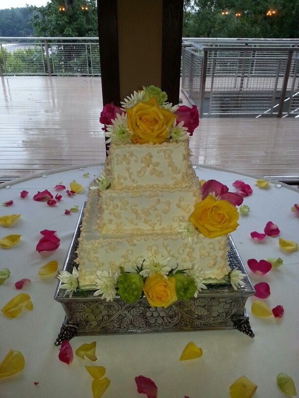 Wedding Cake With Fresh Flowers Wedding Inspiration Pinterest