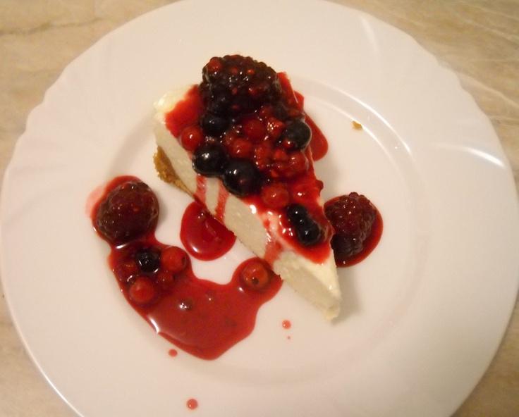 Cheesecake cu Fructe de Padure   http://bucataria.realitatea.net/retete/3635/cheesecake-cu-fructe-de-padure