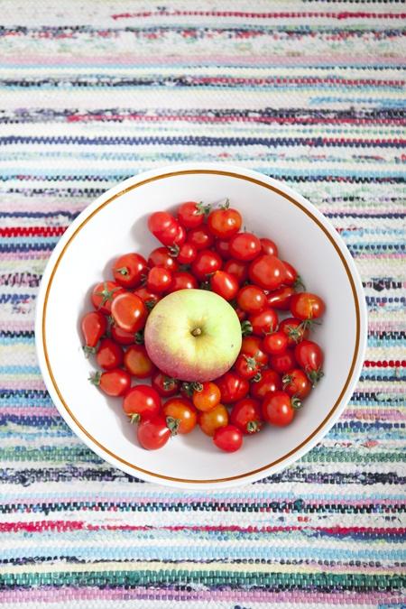 Avlastningsbord Kokso : roda kok  Fo roda tomater med hjolp av ett opple www hildashem