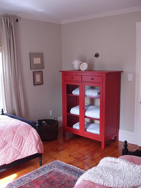 Ideas De Habitaciones Juveniles Ikea ~ red Ikea cabinet hemnes (like it also in yellow)