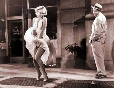 NYC. Manhattan. Marilyn Monroe performing her famous skirt-blowing scene in The Seven Year Itch during a September night in 1954, at 568 Lexington Avenue and 52 St. (but the scene that we really can see in the film was shot later again in Hollywood)