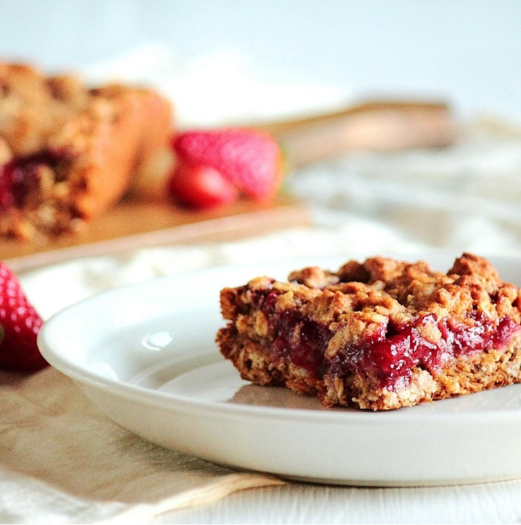strawberry oatmeal bars, want to try with fresh strawberries!