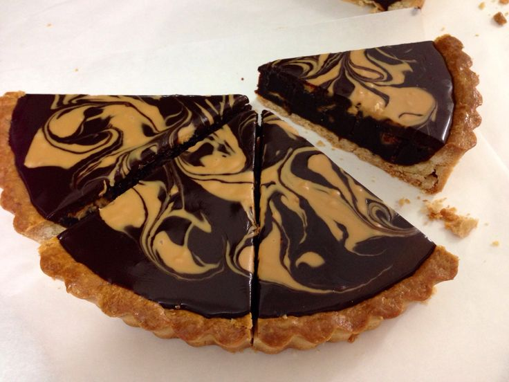 Chocolate peanut butter tart. | SweetNibbles | Pinterest
