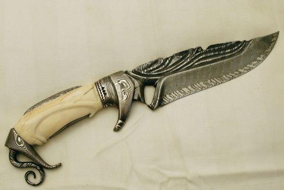 Tail twist by roger bergh blade 3 bar damascus mosaic twist center