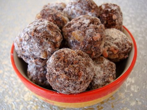 It's the most wonderful time of the year... Easy No Bake Rum Balls!