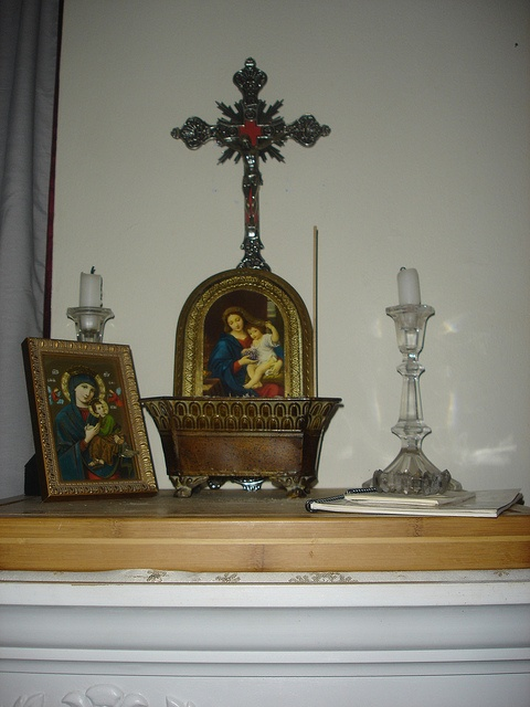 how to make a catholic altar at home