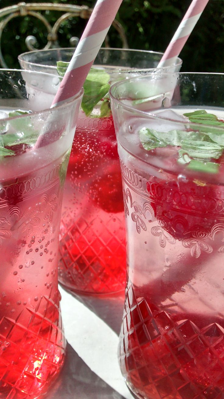heaven in a glass! | Organic Raspberry and Basil Mojitos | Pinterest