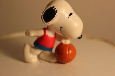 Peanuts PVC Figurine - BASKETBALL SNOOPY - 2.5 inch