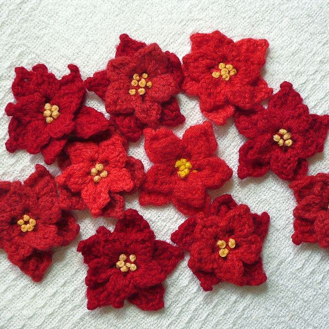 Poinsettia Pins by IamSusie, via Flickr | crochet christmas | Pintere ...