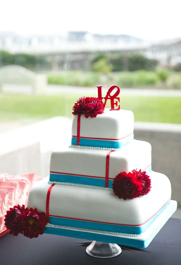 silk flowers, wedding cake, retro wedding, wedding flowers ...