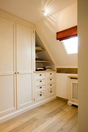 dressing sous combles. attic space  Possibilities/home  Pinterest