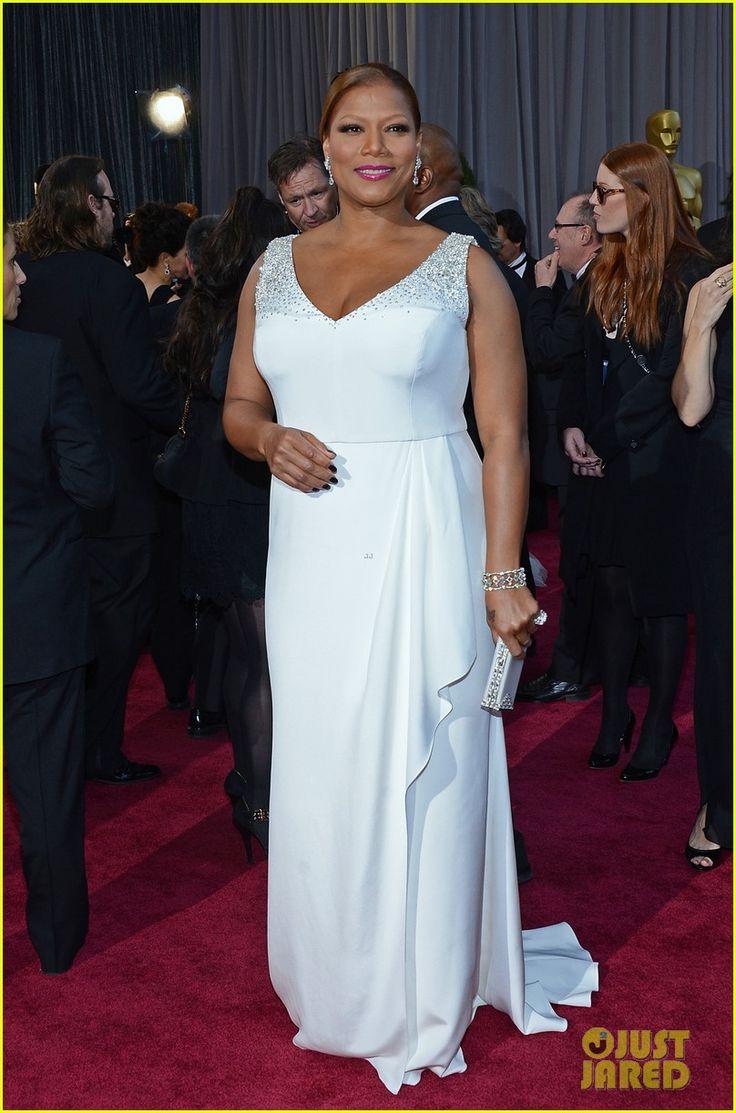 Queen Latifah in Badgley Mischka   2013 OscarsQueen Latifah 2013