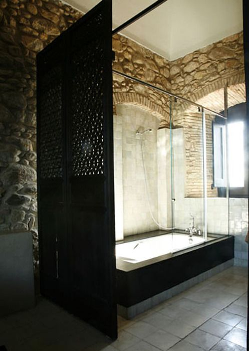 stone walls in bathroom <3