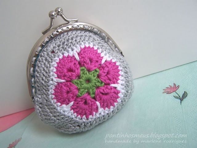 Crochet Coin Purse Pattern : Pretty crochet pattern for a coin purse. Pontinhos Meus (made by me ...