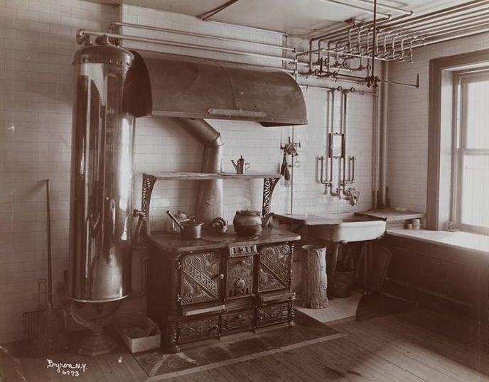 Original brownstone kitchens brooklyn renovations for Brownstone kitchen ideas