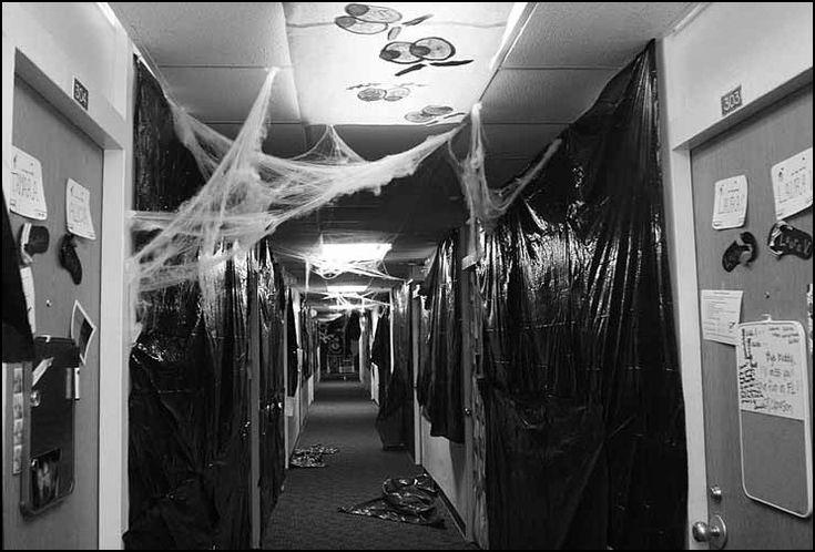 Haunted dorm hallway halloween pinterest for Haunted house hallway ideas