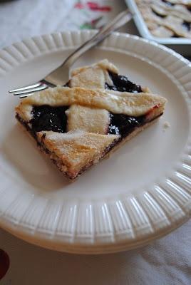 SLAB PIE ~ Uses raspberry pie filling | ~Love Pies~ | Pinterest