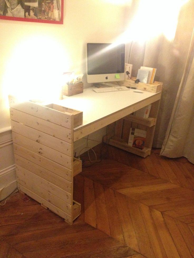 bureau palette bureau en bois 34 id es diy tr s cool en palette europe bureau en bois de. Black Bedroom Furniture Sets. Home Design Ideas