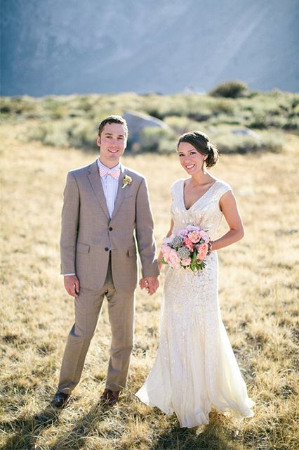 This Elegant, Simple Wedding Set In The Mountains Is ...