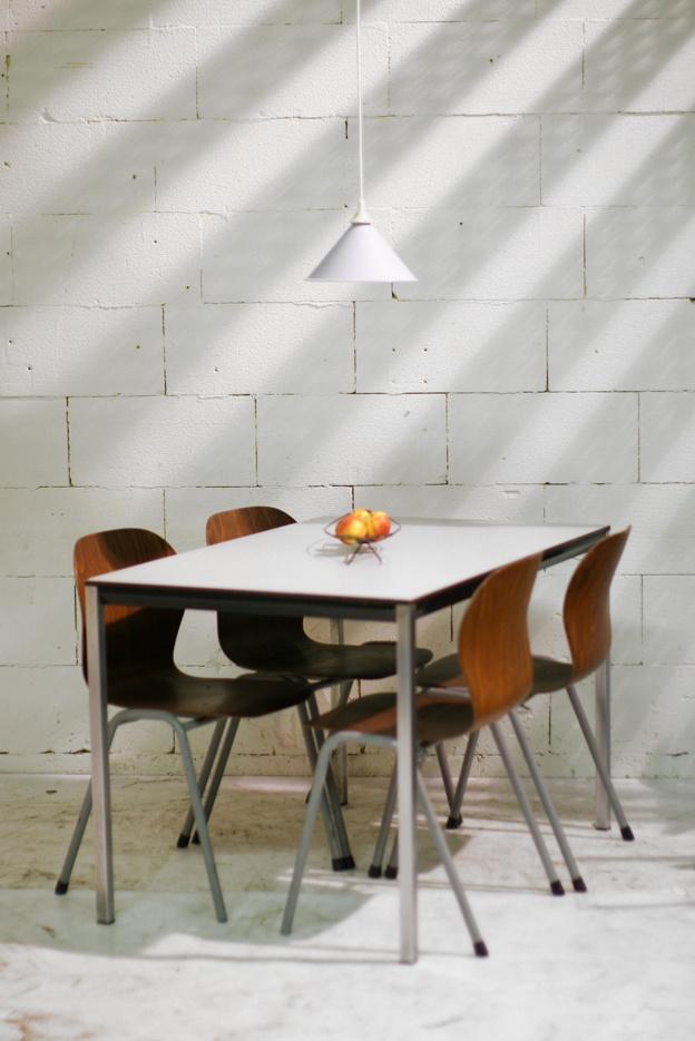 Industrial Vintage eettafel Facet Friso Kramer Zwart frame