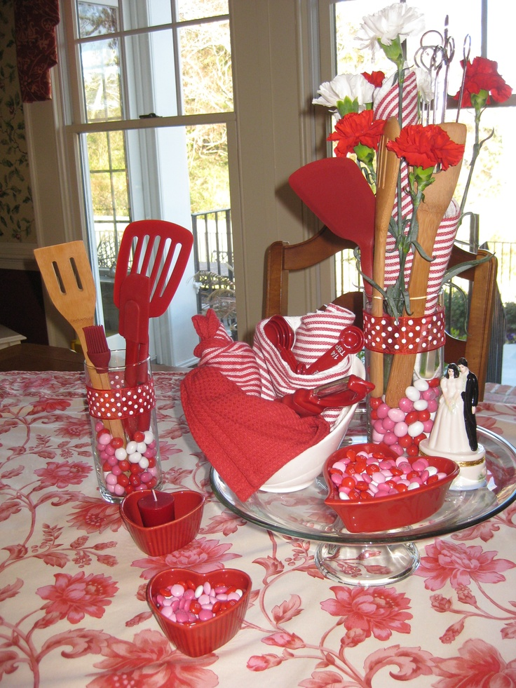 Kitchen shower retro kitchen themed bridal shower for Bridal shower kitchen tea ideas