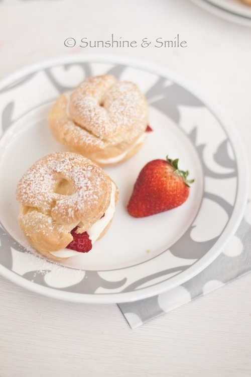 Cream Puffs filled with Strawberry and Mascarpone