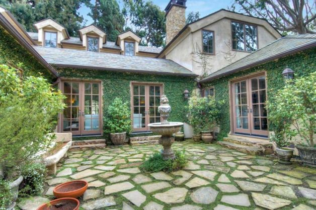 Dream home dennis quaid for Homes with courtyards in the middle